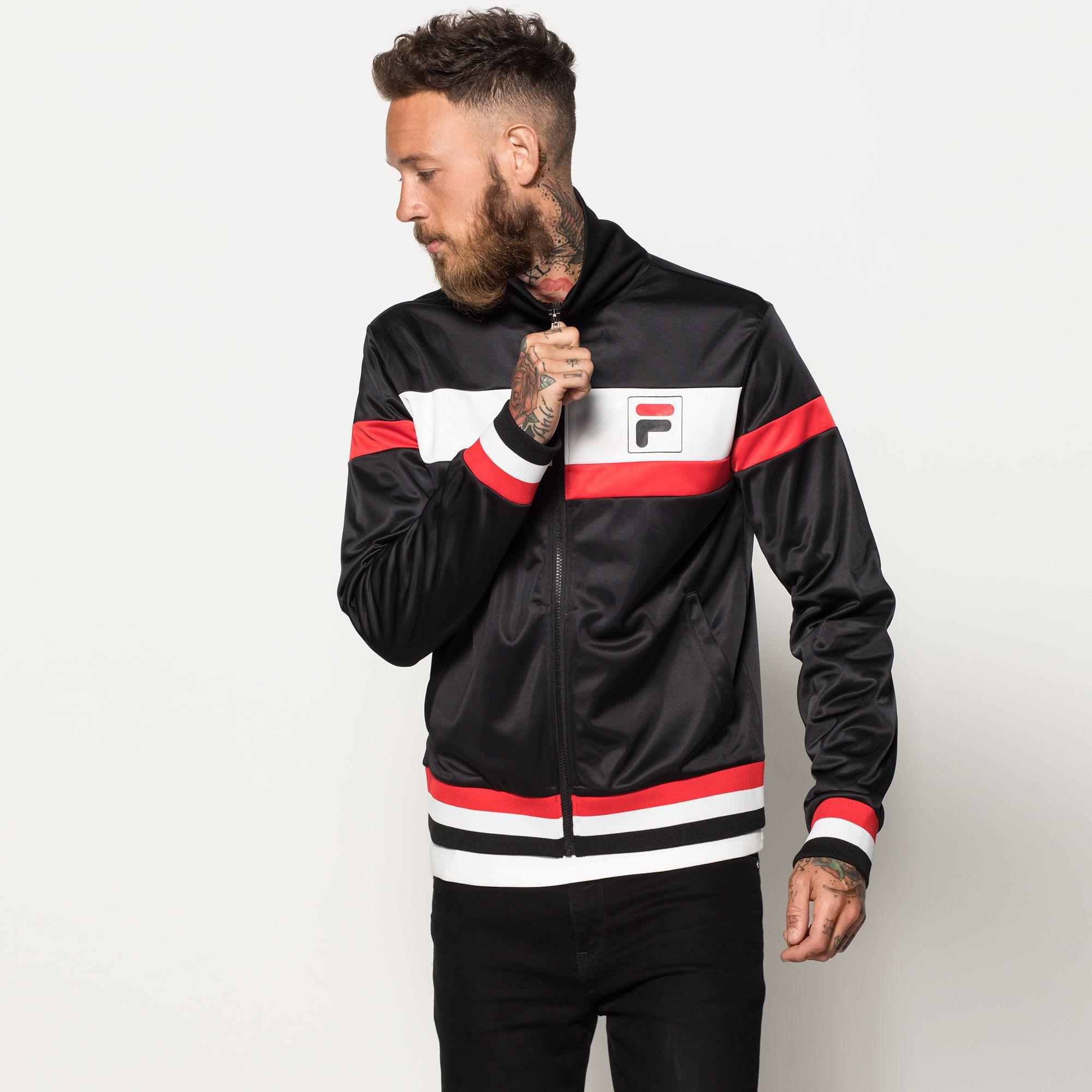 Artikel klicken und genauer betrachten! - Die FILA Track Jacket ´´ETHAN´´ überzeugt durch klassisches Design und hohe Qualität Herren schwarz weiß rot Zipper mit Stehkragen 100% Polyester | im Online Shop kaufen